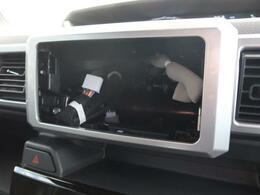 CMで話題のアラウンドビューモニターパッケージ車両!!ナビを装着して頂ければ空の上から見下ろすような視点で駐車が可能☆前後左右の状況を把握でき、安心して駐車が可能です。