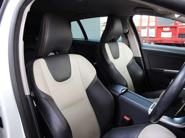ツートンカラーのレザーシートはホールド感も高く、長距離運転の披露を軽減してくれます。
