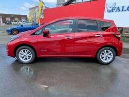 お買い得な価格となっております!待つことなくすぐに乗れるお車ですので新車を検討の方おすすめのお車です!