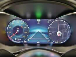 【見やすくわかりやすいディスプレイ】Cクラス専用デザインの12.3インチコックピットディスプレイは、ドライブ中に必要な情報を見やすくわかりやすく表示します!3つのモードから選べます!