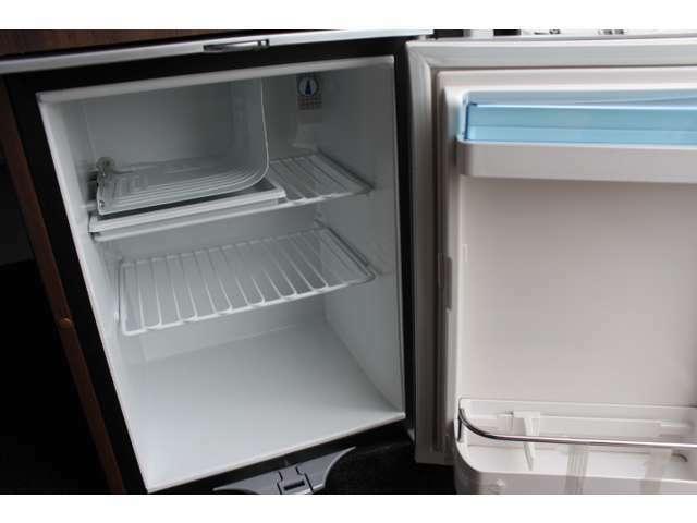 約40Lのコンプレッサー式冷蔵庫です☆