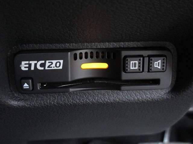 ETC搭載車となりますので高速道路の料金所で一時停止することなく乗り降りできるのでストレスフリーです!
