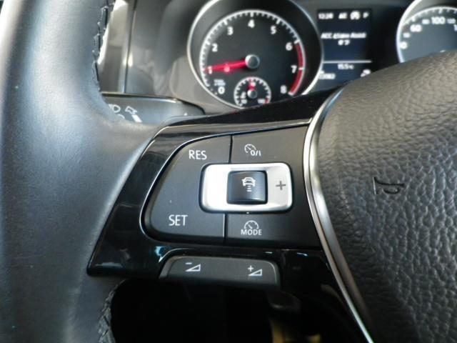 一定速度を保ったドライブをする時にとっても便利で役に立つアダプティブクルーズコントロール付き!