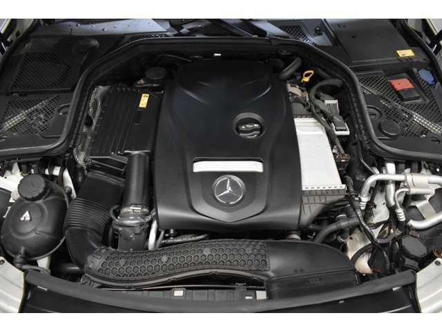 高出力エンジン搭載! 2,000ccターボエンジンを搭載し211馬力を発揮。新世代直噴システムとアイドリングストップにより燃費も向上。(カタログ数値)