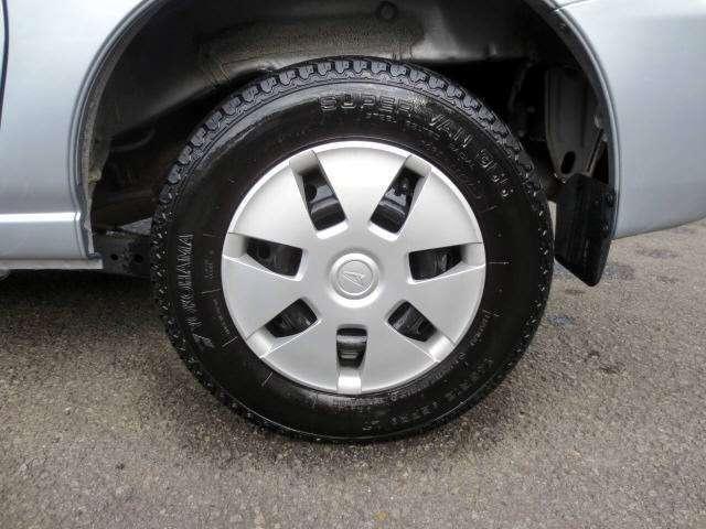 純正のホイールキャップ付きです。タイヤの残山もバッチリ有りますよ(^o^)v