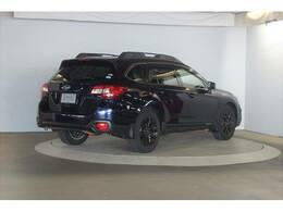 可動式クロスバーを内蔵した大型ブラックルーフレールを採用することで、SUVらしいスタイリングと機能性を両立させた「X‐ブレイク」