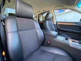 ブラックハーフレザーシートで車内に高級感があります!!