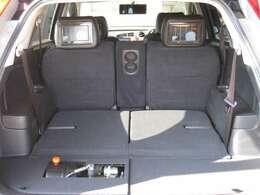 ☆5人乗車でお出かけの場合は、こんなに広いスペースで↑使い勝手◎です。!(^^)!リアに、エアーコンプレッサー設置しています。