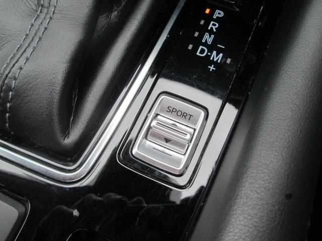 ドライブセレクションを搭載。SPORTモードにすると自動的に低いギアに設定。アクセル操作に対して力強い加速が得られます。