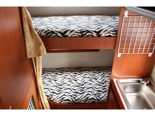 人気の常設2段ベット仕様です。ベット下に荷物なども収納可能となります。