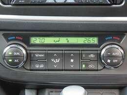 デュアルオートエアコン搭載☆運転席と助手席でエアコンが独立しているのでドライバーも同乗者もより快適にドライブができます♪