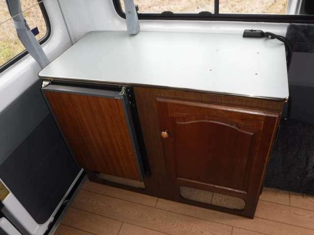ビルトイン冷蔵庫BOX装備!!(多目的にご利用頂けます)