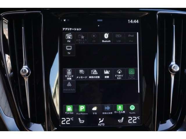 スマートフォンをつないでカープレイなども簡単に使用できます。