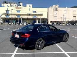 ・専用BMW Individualレザーフィニッシュダッシュボード・アダプティブMサスペンション ・Mスポーツブレーキ