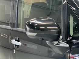 修復歴やキズの有無などクルマの状態を正しく評価できる「トヨタ認定車両検査員」が、自動車オークションで適用される公正な車両評価基準にそって、厳正に検査を行います。