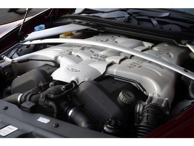 6LのパワフルなV12エンジンです。