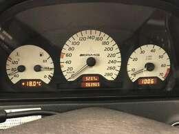 実走6.4万KMですので各部の劣化は少ないです。AMGホワイトメーターが懐かしいですね。