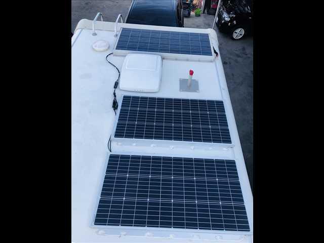 大型ソーラーパネルを装備!