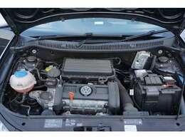 エンジンルーム綺麗です!1.6Lのエンジンは必要にして十分のパワーをもっています。なかなか速いです♪