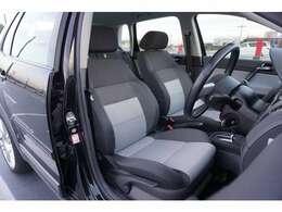 サイドサポートがしっかりしているシートです。VWのコンパクトカーは車種問わずシートが疲れにくいです!