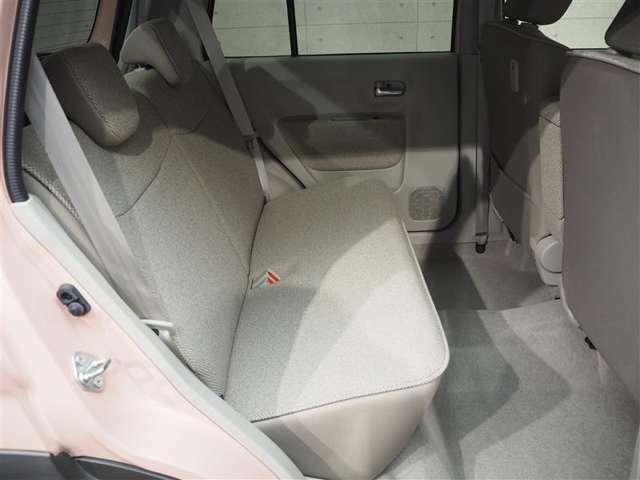 ルームクリーニング済み。後部座席も清潔に仕上げております。内装の綺麗なお車は気持ちがいいですし、コンディションのいい車が多いです。前のユーザーが丁寧に使っていた証拠です。
