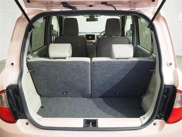 通常状態のラゲージスペースです♪シートを倒せば大きな荷物も積み込めます。