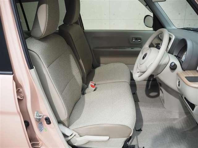 前席シートの画像です。広々とした前席シートでおくつろぎください!!