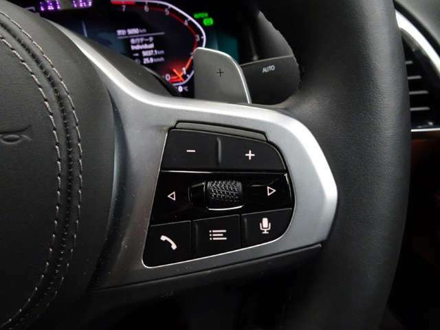 マルチファンクションスイッチは手元でボリュームやチャンネル操作が可能です。