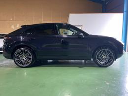 令和1年式ポルシェカイエンクーペ S ティプトロニックS 4WD スポーツクロノパッケージ ジェットブラックメタリック コンフォートアクセス ブラックレザーシート リアセンターシート(2+1)