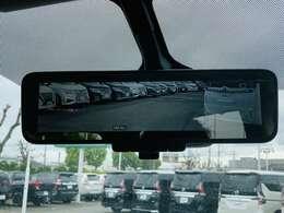 【 デジタルミラー 】当車両にはデジタルミラーを装備しております♪後方の情報を映像で確認できるため、従来のミラーのように無駄な障害物の映り込みがないため安心感が高まります♪
