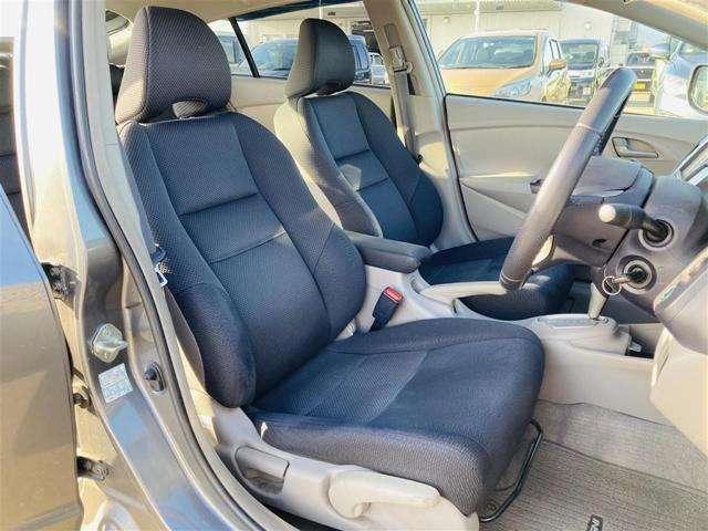 【 フロントシート 】 広々使えるフロントシートで快適ドライブ♪