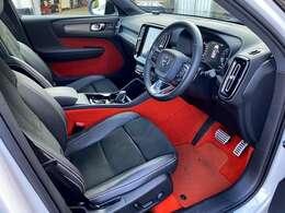 スポーツモデルのR-Design専用オプション、Lavaオレンジカラーフロアカーペット&ドア内張りが大胆に映える仕様となっております。