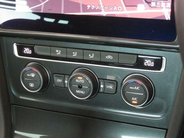 左右独立温度調整が可能な、2ゾーンフルオートエアコンを装備!