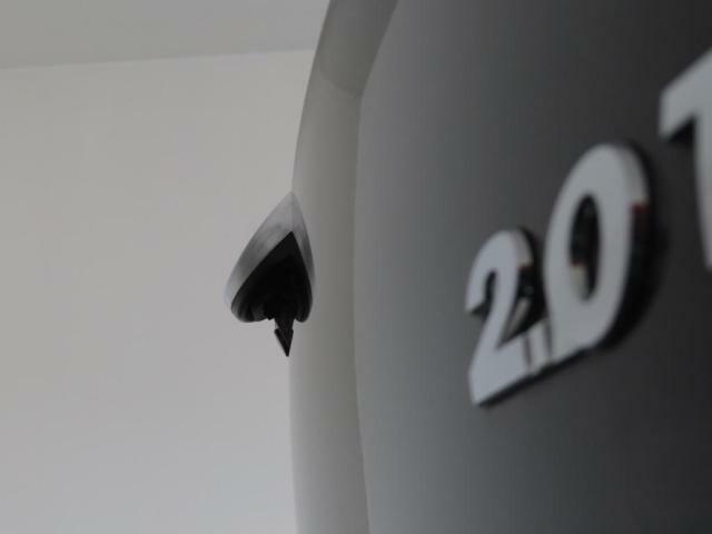 VWエンブレム内蔵バックカメラを装備!雨天でも濡れにくく視界を確保します!