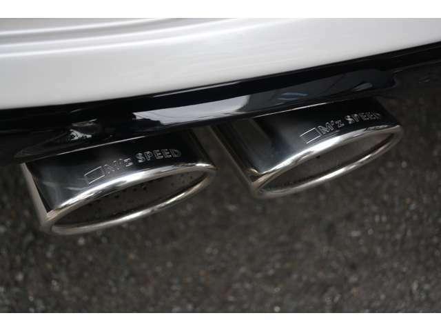 ■オリジナルの4本出しマフラーは車検対応品なので音が大きくなりすぎることもなく安心してお乗りいただけます。