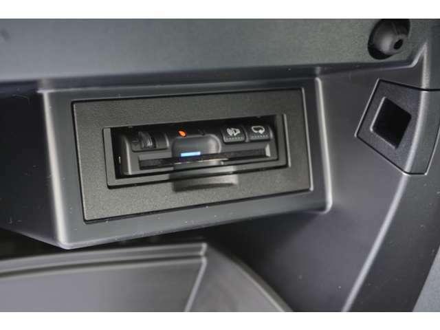 Bプラン画像:パナソニック製 アンテナ分離(音声案内タイプ)ETC車載器もセットアップ料金込みでパッケージに含んでおります。アンテナ分離タイプなので純正取付位置などの目立たない場所への取付も可能です。