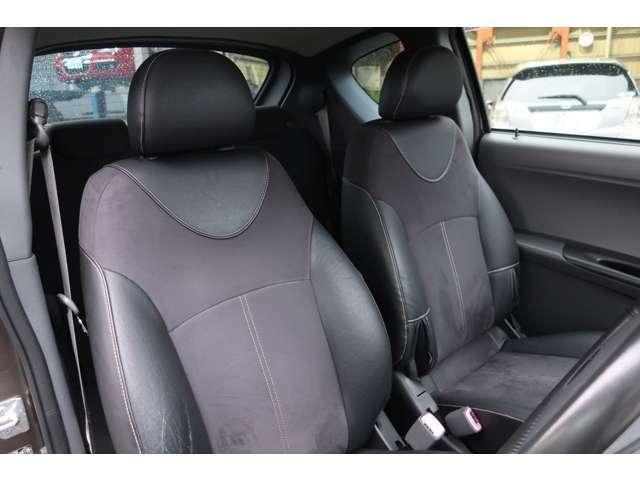 ドライバーのかたと助手席のかたが座るシートです。実際お座りいただいてご体感ください。お気軽にご来店ください!
