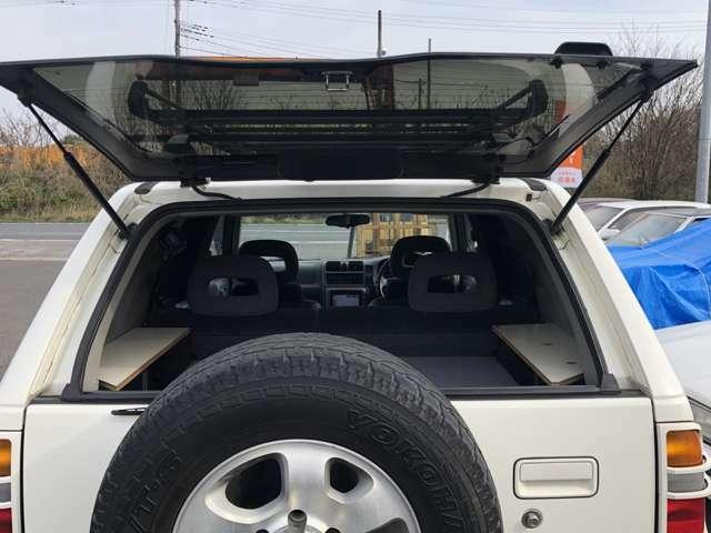 ガラスハッチ開口のリアゲート!こういう装備がバブル車は面白い