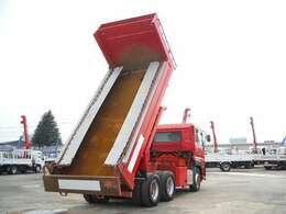 ダンプの使われる業種別には砂利販売業が最も多く、次いで建設業、自動車運送事業、砂利採取業、砕石業、採石業と続き、その他の使用例として、除雪用に使われることもあります。