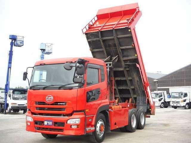 現在の主な日本のトラックメーカーは、日野、三菱ふそう、いすゞ、UDトラックス(日産UD)があります