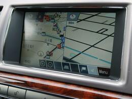 タッチスクリーンの純正ナビゲーションも優れた操作性と機能性を誇っております。CD・USB・AUX等のメディアに対応しております。