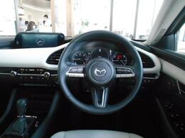 左右対称レイアウトと水平基調の造形は、車との一体感と心地よい包まれ感を感じます。理想の手触りを追求した、無意識に触れたくなるデザインを採用したインテリアをぜひ現車でご確認