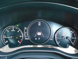 センターの7インチディスプレイでは、さまざまな車両情報を表示し、フロントガラス照射タイプのアクティ・ドライビングディスプレイと合わせて直感的に確認しやすくなっております。