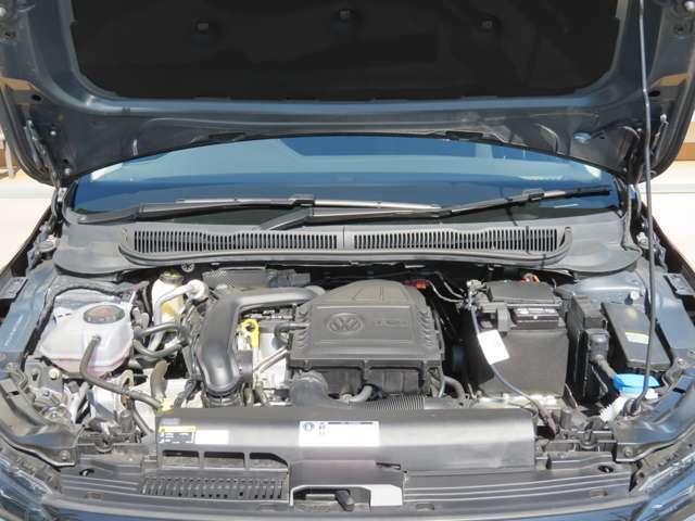 軽量化と効率を極限まで突きつめた1.0リットルTSIエンジンは、小排気量を感じさせない95psの出力と19.1km/リットル(JC08モード)の低燃費を実現しています☆