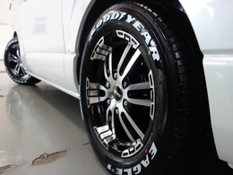 新車ハイエースVダークプライムII2000ガソリン2WDナビパッケージ完成致しました!!即納車もご対応も可能になります!!