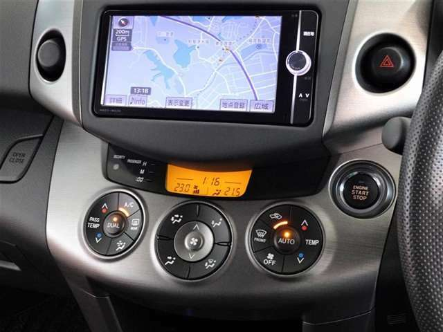 キーは鞄で楽チン始動、スマートエントリーシステムを搭載してます。オートエアコンも装備してます。