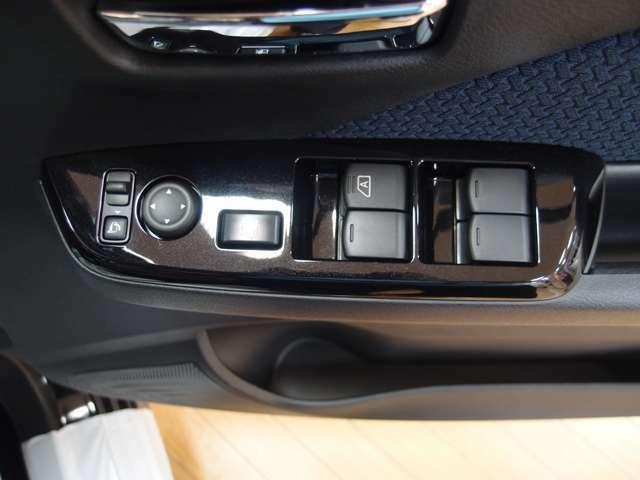 「電動格納ミラー」ボタンひとつでミラーの開閉が可能です!