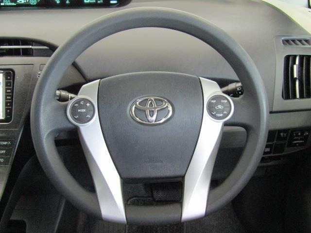 オーディオ操作や、ディスプレイの操作がステアリングスイッチでできます!また、空調の温度設定や内外気循環の切替も行えます。手元操作は安全運転に寄与します。
