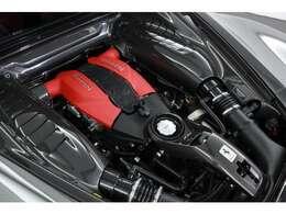 3.9リッターV8 DOHC 32バルブ ツインターボ 最 高出力:720PS(530kW)/8000rpm最 大トルク:770N・m(78.5kgf・m)