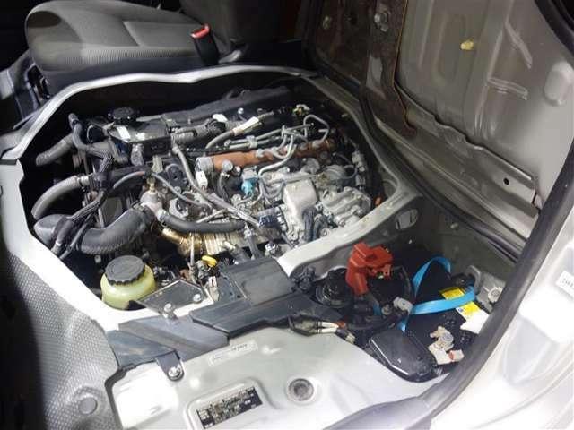<エンジン> 1KDディーゼルエンジンを搭載。力強く俊敏な加速性能です。